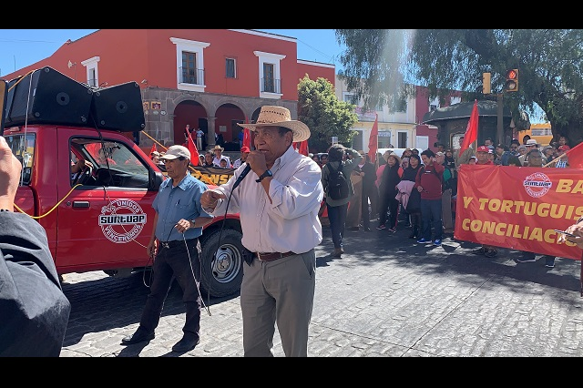 Marcha Suntuap a Casa Aguayo en demanda de Toma de nota