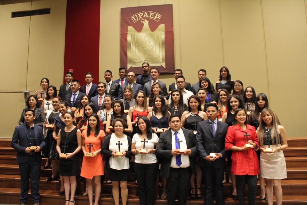 Entrega UPAEP el premio Cruz Forjada a 348 de sus alumnos