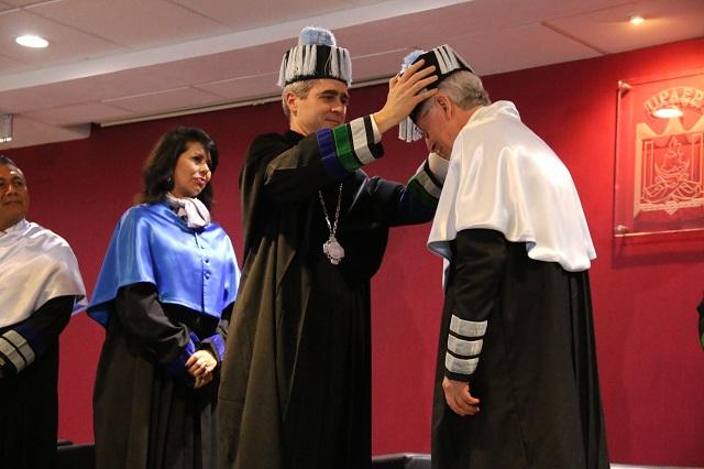 Otorga Upaep doctorado Honoris Causa al biólogo Rafael Vicuña