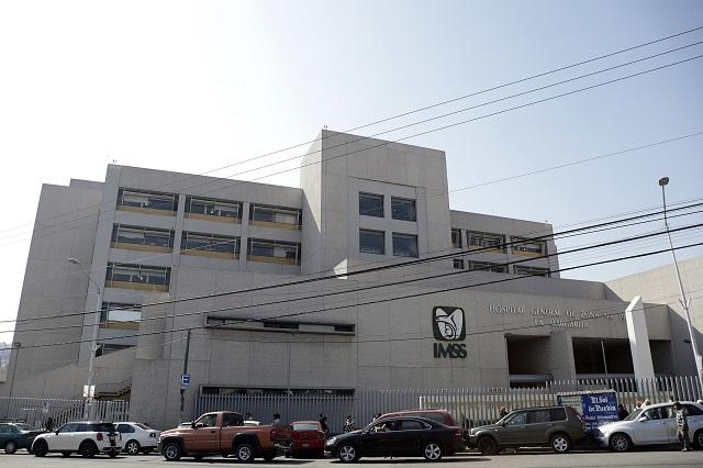 Acusan recorte de apoyos a médicos del IMSS en Puebla