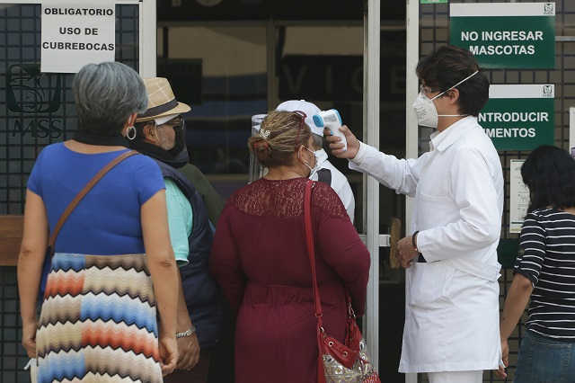 Falta de medicamentos, pesadilla cotidiana de pacientes del IMSS