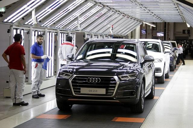 Por falta de pago, trabajadores de Audi paran labores