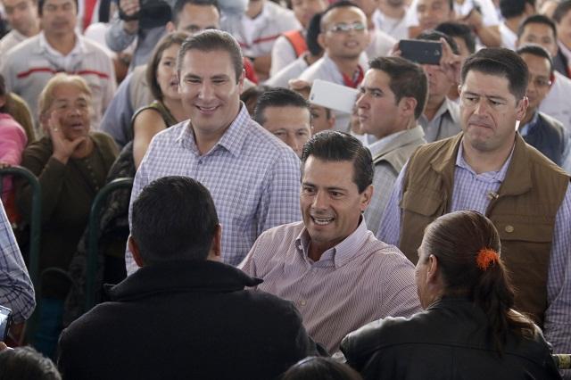 Pone en marcha Peña Nieto vialidad que conecta con Audi