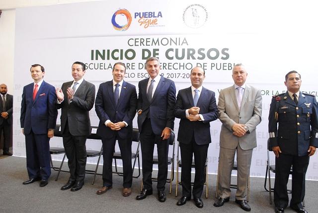 Inaugura Gali ciclo escolar 2017-2018 en Escuela Libre de Derecho de Puebla