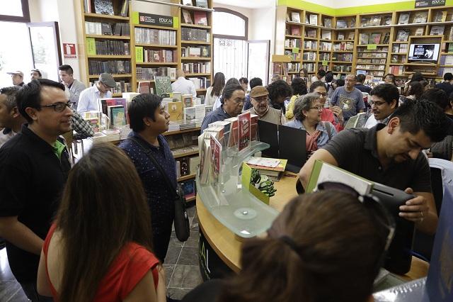Inaugura Taibo en Puebla librería FCE/BUAP