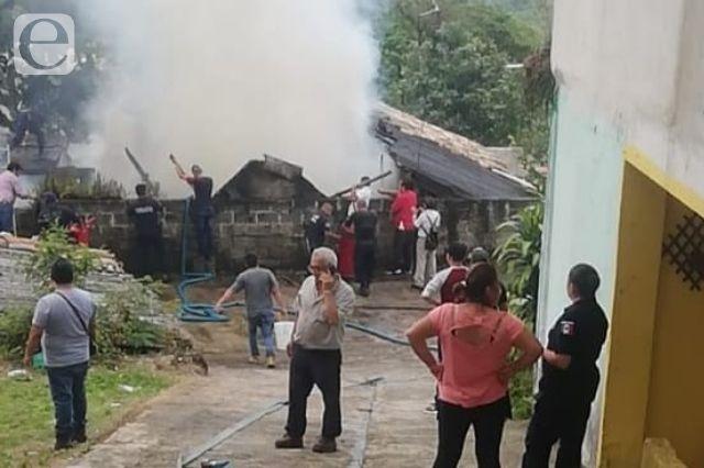 Muere mujer al incendiarse su vivienda en Cuetzalan
