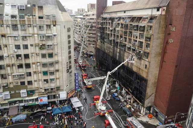 Incendio en edificio de Taiwán deja 46 muertos y 41 heridos