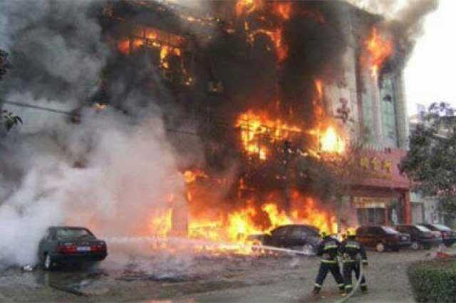 Incendio en clínica de masaje deja un saldo de 18 personas muertas