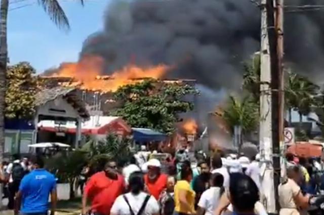 Se incendia restaurante en Isla Mujeres