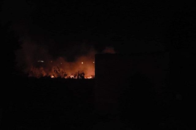 Incendio de zona deportiva causa alarma a pobladores de Atlixco