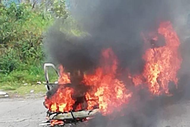 """Se calcina vehículo en paraje la """"Garganta del Diablo"""" en Zihuateutla"""