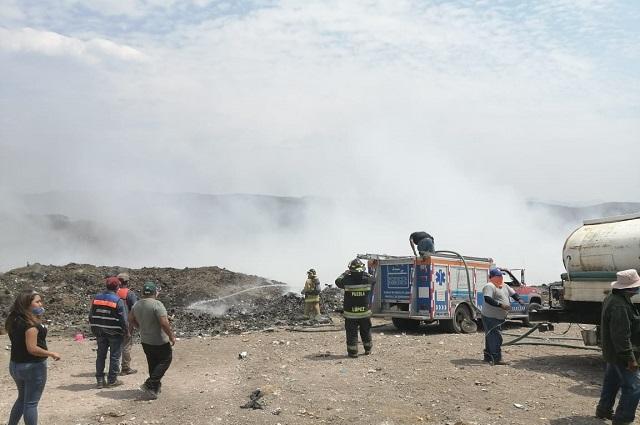 Llega PC estatal a sofocar fuego en basurero de Acatlán