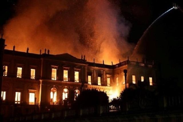 Impactantes imágenes del incendio del Museo Nacional de Brasil