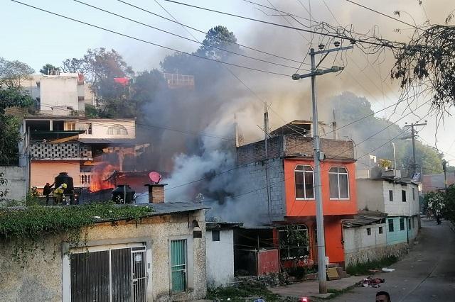 Incendio consume 4 viviendas en Huauchinango; no hay heridos