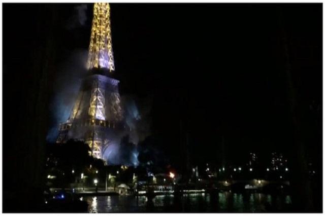 Fuegos artificiales provocan incendio en la Torre Eiffel