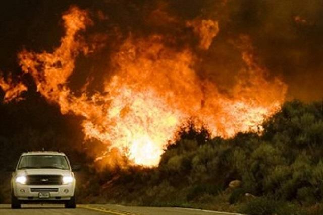 Revelan el sexo de su bebé y provocan el incendio de miles de hectáreas