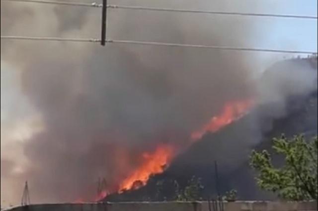 Acumulan seis horas tratando de sofocar incendio en Libres