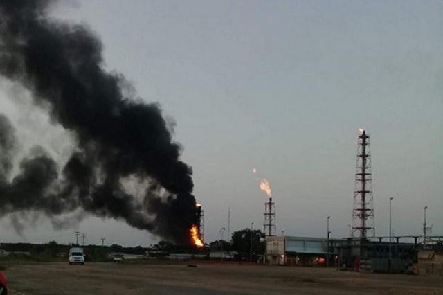 Se incendia refinería en Minatitlán, Veracruz