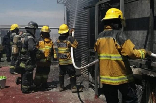 Protección Civil de San Andrés Cholula controla incendio en la torre Titanium