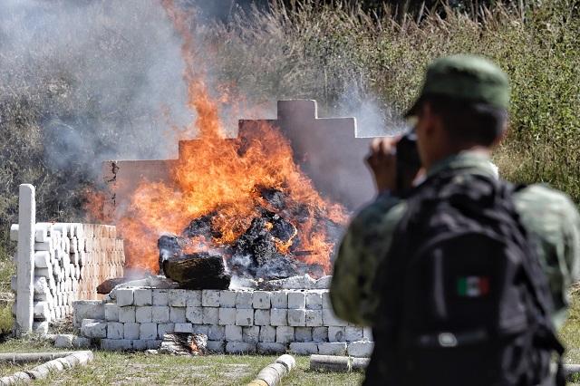 Incineran 400 kilos de droga en la 25 Zona Militar de Puebla