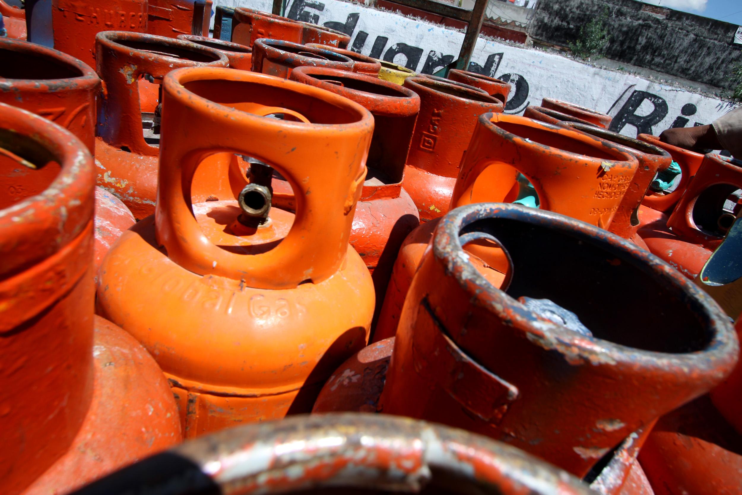 Queda en 24 mil pesos la multa por trasladar tanques de gas en bicicleta