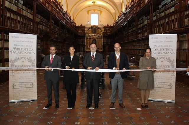 Jesús Rodríguez Almeida inaugura exposición en la Bliblioteca Palafoxiana