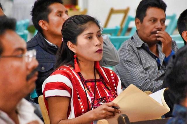 Indígenas y afromexicanas en Puebla reciben apoyos para educación
