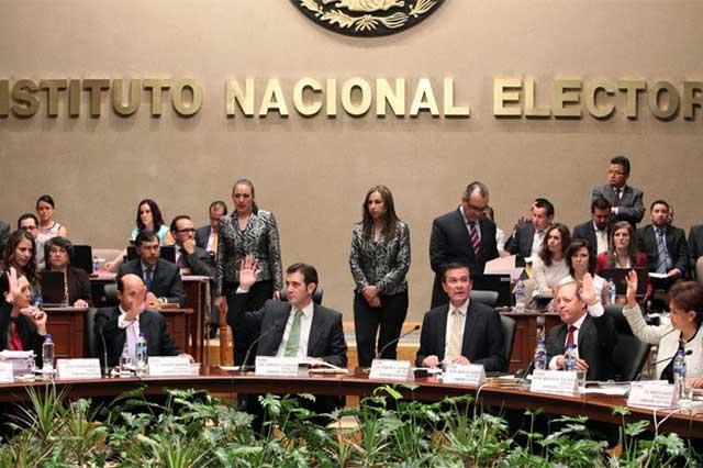 El INE acusa de crispar el ambiente a candidatos que se declaran ganadores