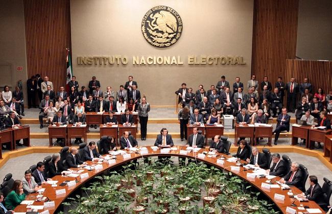 Piden 4 consejeros del INE atraer elección para gobierno de Puebla