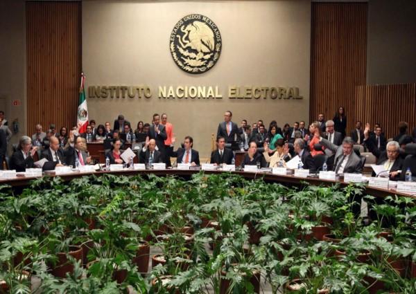 Discutirá INE ratificación de sus consejeros locales en Puebla