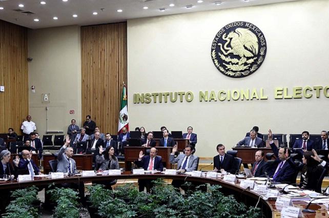 INE prohíbe que candidatos usen iPads y celulares durante el debate