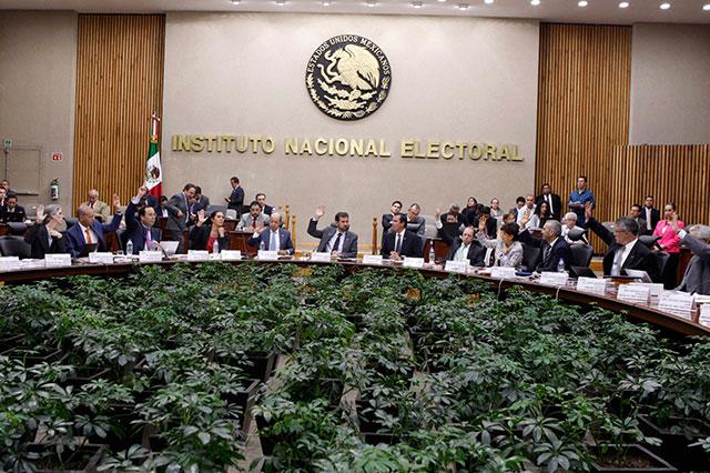 Exculpa el INE a Hugo Alejo de rebasar topes de campaña