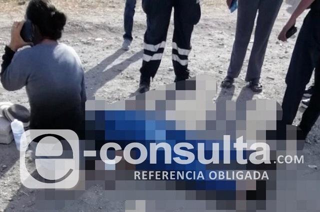 Mujer se desploma en la vía pública y muere de infarto al Sur de Puebla