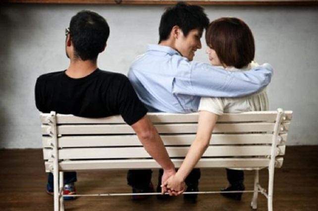 Chica se enamora de otro joven y por error se lo cuenta a su novio