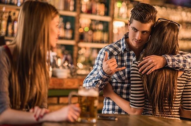 ¿Por qué razón hombres y mujeres son infieles a sus parejas?
