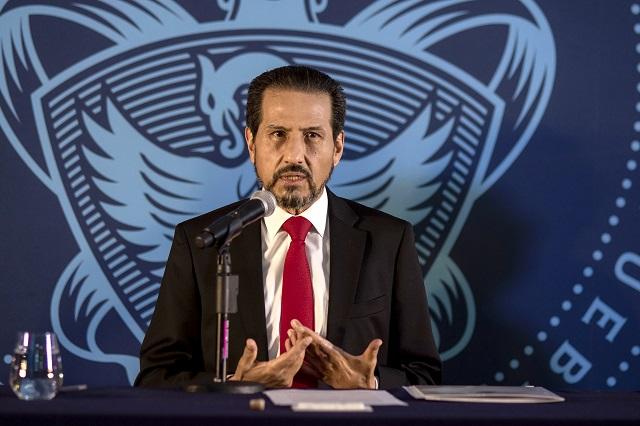 Alfonso Esparza pide justicia por asesinato de egresado de la BUAP