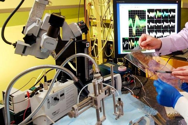 Prevén impacto de ingenieros biomédicos ante la pandemia