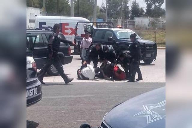 Tras persecución caen 3 hombres armados en parque La Resurrección