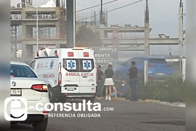 Se incendia camioneta en la Atlixcáyotl; familia ilesa
