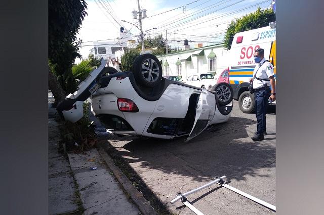 Volcadura en Santa Cruz Los Ángeles deja un herido