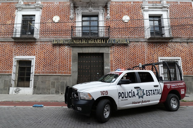 Impide Policía sacar equipo de ex sedes de la CNC y CNOP
