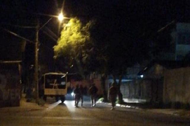 Vecinos tratan de incendiar casa de familia infectada con Covid-19