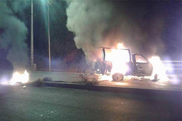 Intentan linchar a presunto ladrón y queman patrulla en Totimehuacán