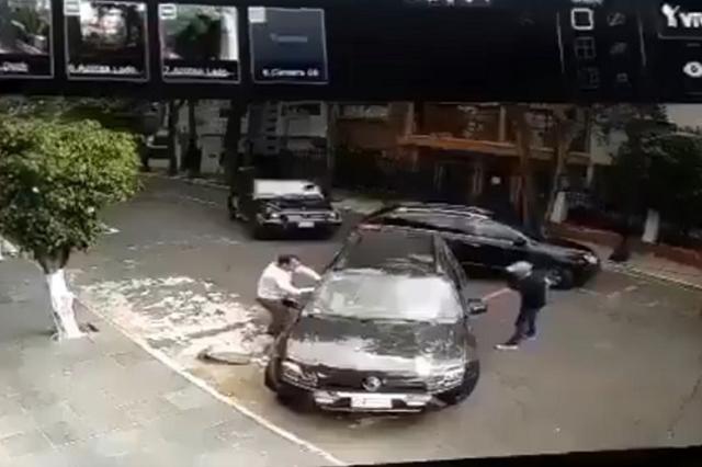 Justiciero atropella a delincuentes que intentaron secuestrar a automovilista