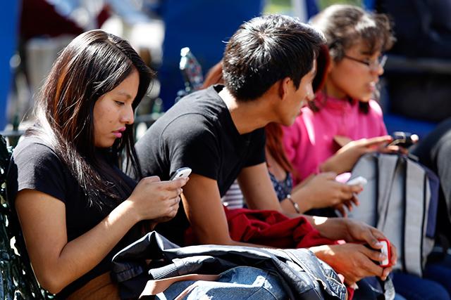 Crean gobiernos app de atención ciudadana pero no las actualizan