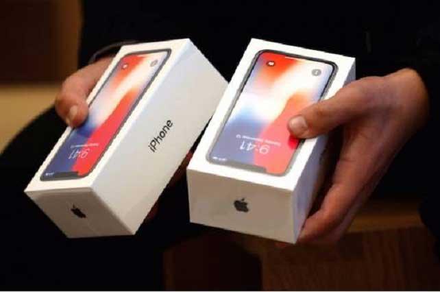 Largas filas para comprar el iPhone X en México