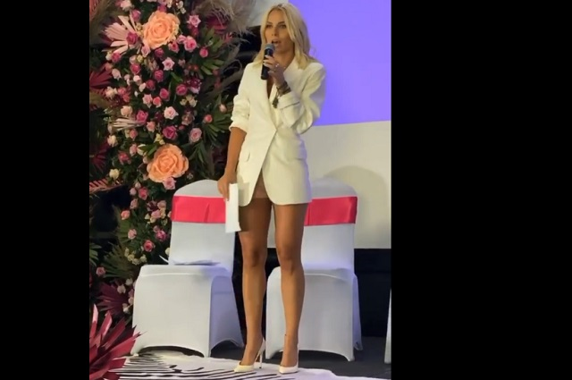 Critican a Irina Baeva por dar conferencia para mujeres usando short