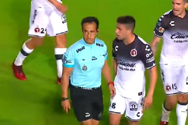 Exhiben a Isaac Rojas por ser el árbitro 'consentido' de la Liga MX