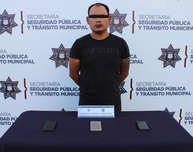 Caen sujetos por robar teléfonos a universitarios en Centro de Puebla