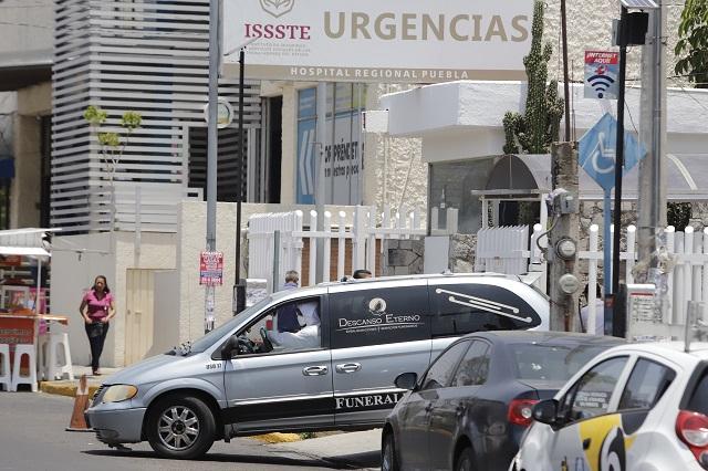 Ahora protestan camilleros del ISSSTE en Puebla ante Covid-19